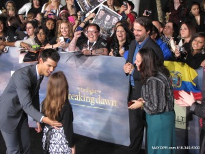 TAYLOR LAUTNER ON THE RED CARPET PREMIERE NIGHT THE TWILIGHT SAGK PART 2