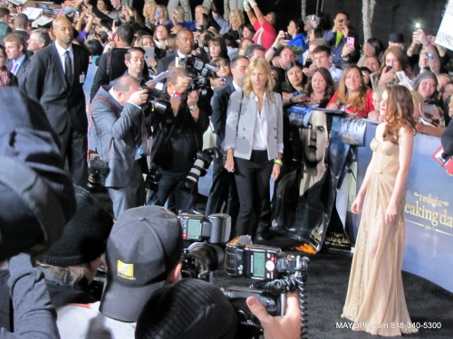 Long shot of Kristen Stewart on the red carpet at movie premiere